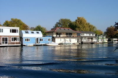Houseboats above Molesey Lock