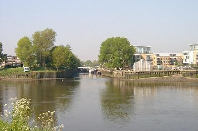 Junction with the Grand Union Canal at Brentford